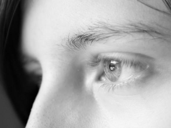 Врачи рассказали, о каких болезнях предупреждают мешки под глазами