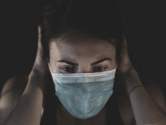 Британские ученые рассказали об опасности ношения масок для кожи лица