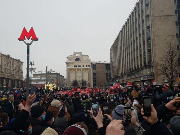 СК проверит, применяли ли насилие против силовиков на митинге в Москве