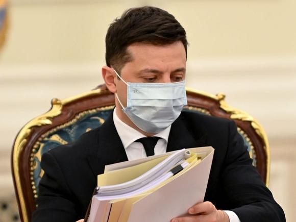 Зеленский продлил санкции против российских граждан и телеканалов
