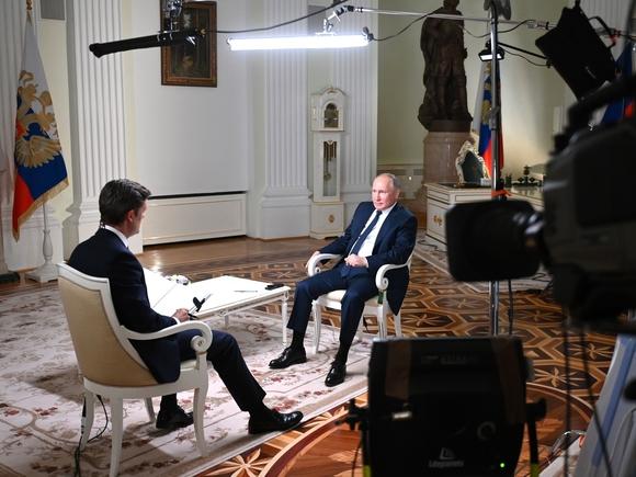 Как в соцсетях комментируют первое за три года интервью Путина американскому СМИ