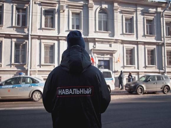 Главреда проекта, расследовавшего отравление Навального, задержали