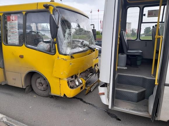 В Иваново при столкновении двух автобусов пострадали 8 человек