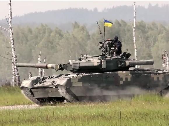 Украина стянула танки к Крыму и провела учения