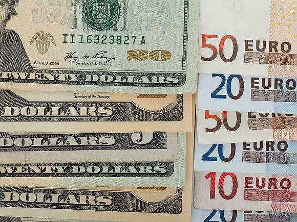 Установлены официальные курсы доллара и евро с 1 мая