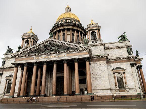 Прокуратура пожаловалась в Смольный из-за «лишней» зарплаты директора Исаакиевского собора