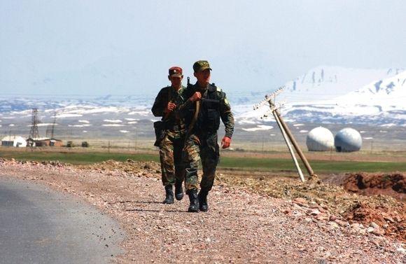 Киргизские и таджикские пограничники снова вступили в перестрелку