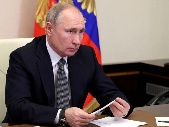СМИ узнали, что Путин не будет делать прививку от коронавируса, «обезьянничая» на телекамеры