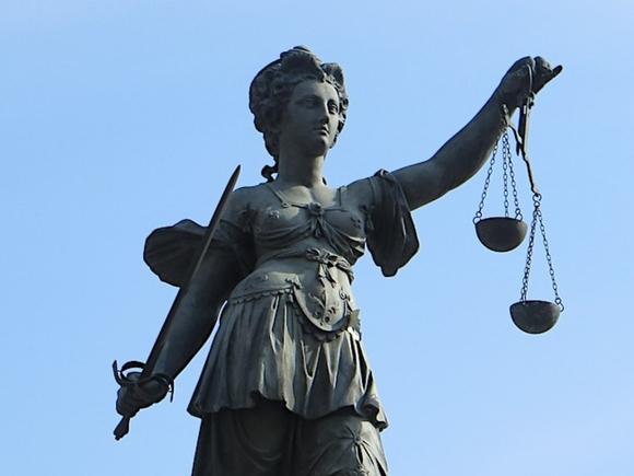 Суд в Петербурге запретил несколько роликов про селфхарм, зацепинг и руфинг