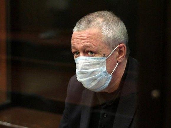 Правозащитник Мельников: Ефремов в колонии шьет антиковидные костюмы