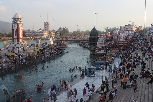 Жители Индии поклоняются богине коронавируса (видео)