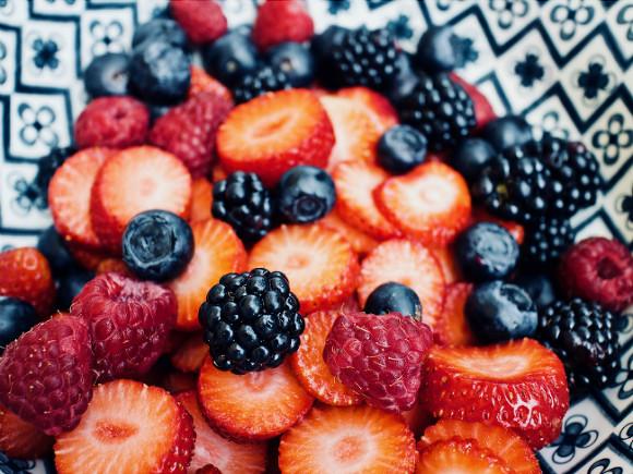 Медики перечислили ягоды и фрукты, резко повышающие уровень сахара в крови