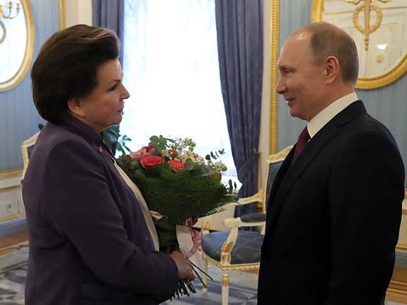 «Отрадно, что ваши знания востребованы в законотворчестве»: Путин поздравил инициаторшу его «обнуления» Терешкову с днем рождения