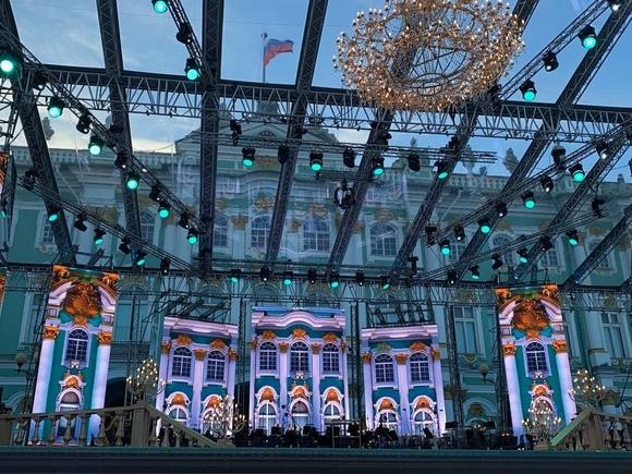 Лучшие голоса мира зазвучали на гала-концерте «Классика на Дворцовой»