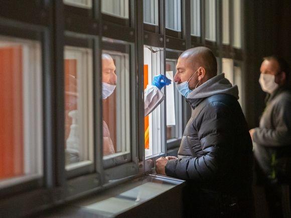 Официально почти 90 тыс. россиян стали жертвами коронавирусной инфекции