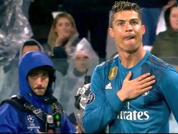 Пеле поздравил Роналду с покорением его рекорда по количеству голов в официальных матчах