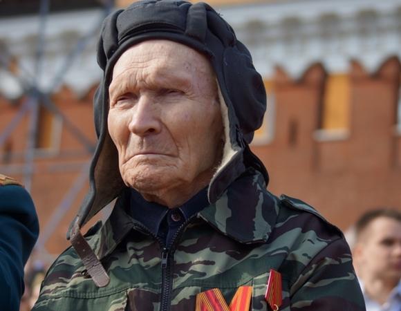 Петербуржцы рассказали, достойно ли живут ветераны в России