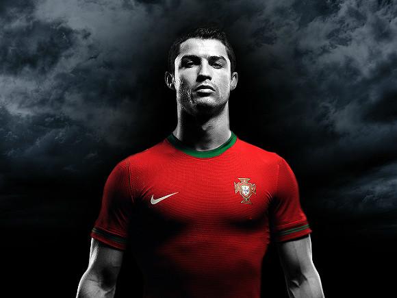 Роналду стал лучшим бомбардиром чемпионатов Европы
