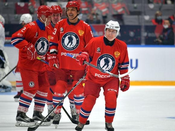 Путин забросил восемь шайб в матче Ночной хоккейной лиги (видео)