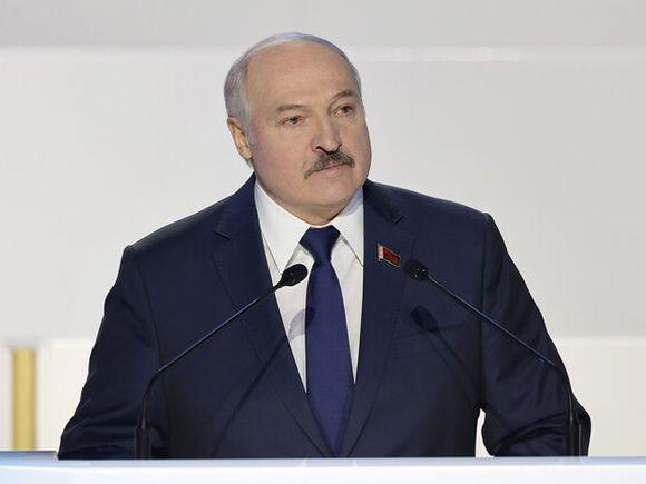 Лукашенко «в защиту национальных интересов» ответил Западу санкциями