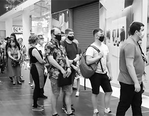 В ТЦ Москвы выстроились очереди из желающих привиться от COVID