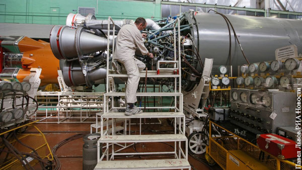 Рогозин: Роскосмос не может запустить ряд спутников из-за санкций