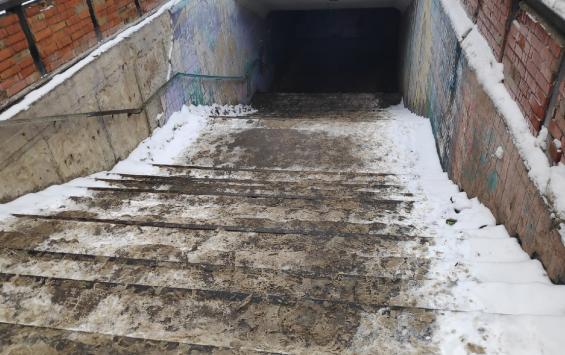 В подземных переходах Курска ступеньки тают вместе со льдом