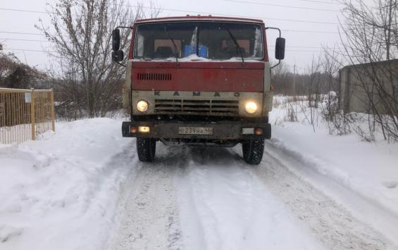 В Курске снег свозят под окна пансионата
