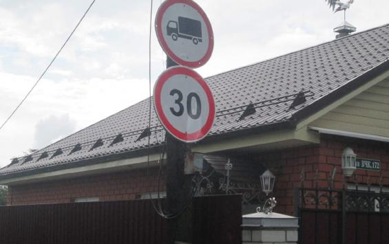 В Курске на выезде с улицы ВЧК установили светофоры и знаки
