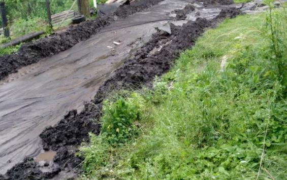 В деревне Амосовка Медвенского района жители оказались отрезанными от цивилизации