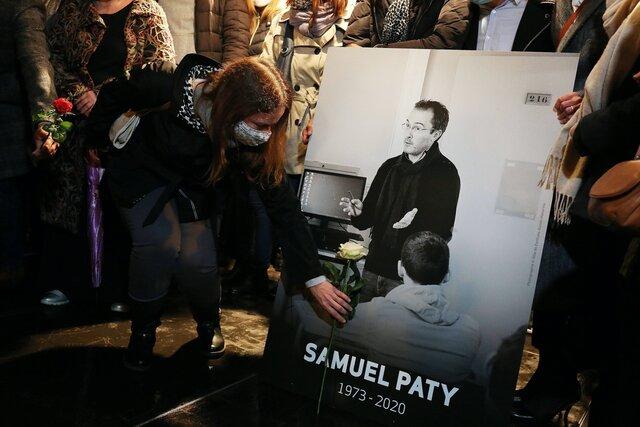 Французского учителя Самюэля Пати обезглавили после того, как 13-летняя ученица обвинила его в исламофобии. Через месяц после убийства она призналась во лжи