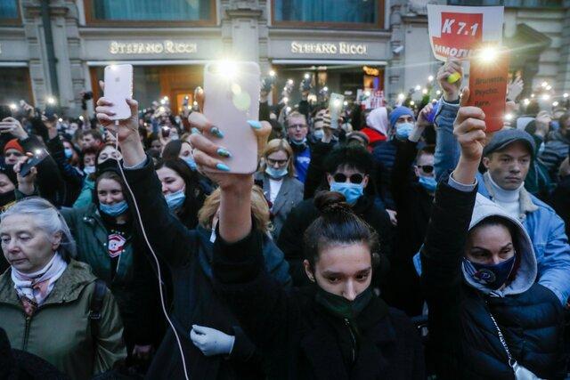 Куда делась вся полиция? И что вообще происходит? На акции солидарности с Алексеем Навальным в Москве практически никого не задержали. Итоговый репортаж «Медузы»