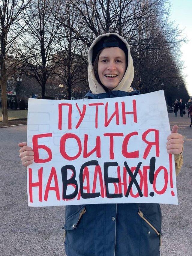 Накануне митинга данные полумиллиона сторонников Навального утекли в сеть. Вот одна история о последствиях. Яну Холодову попросили уволиться по «приказу сверху» — а потом велели забыть об этом