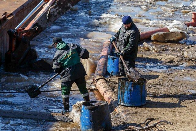 В республике Коми — экологическая катастрофа из-за прорыва нефтепровода на реке Колве. Нефть уже несколько дней движется к Баренцеву морю