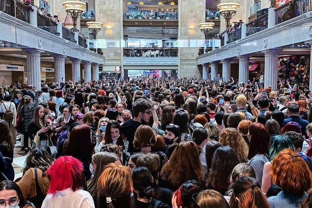 На встречу с актерами фильма «Майор Гром» в Центральный детский магазин пришли тысячи человек. На место вызвали полицию, мероприятие пришлось прервать