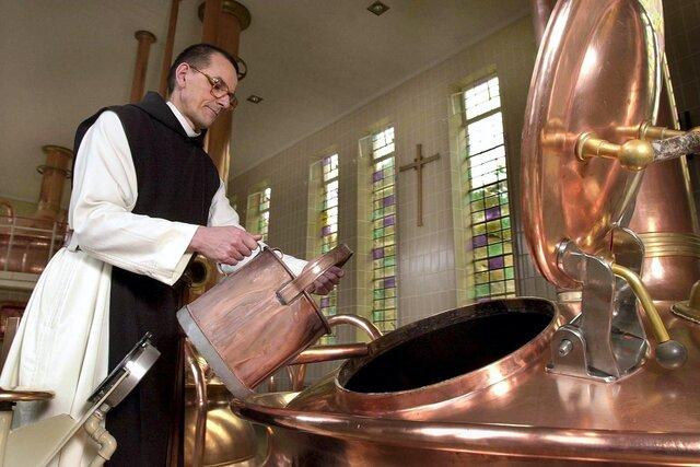 Бельгийские монахи, которые варят траппистское пиво, отстояли в суде право на родниковую воду. Ее угрожал перекрыть крупнейший в мире производитель извести. Монахам помог документ 1833 года