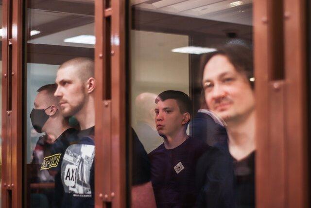 Суд вынес приговор полицейским, которые подбросили наркотики Голунову. Как это было — репортаж «Медузы». Следствие продолжает искать заказчика