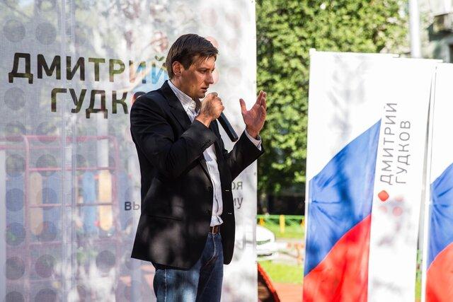 Бывшего депутата Госдумы Дмитрия Гудкова задержали как подозреваемого по уголовному делу. Ему грозит до пяти лет лишения свободы