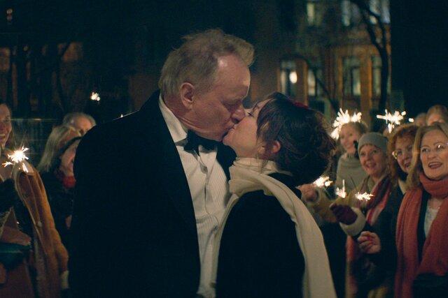 «Надежда» — суровая скандинавская драма со Стелланом Скарсгардом. Невероятно личная история режиссера о болезни и любви — и очень реалистичная: врачей играют настоящие врачи