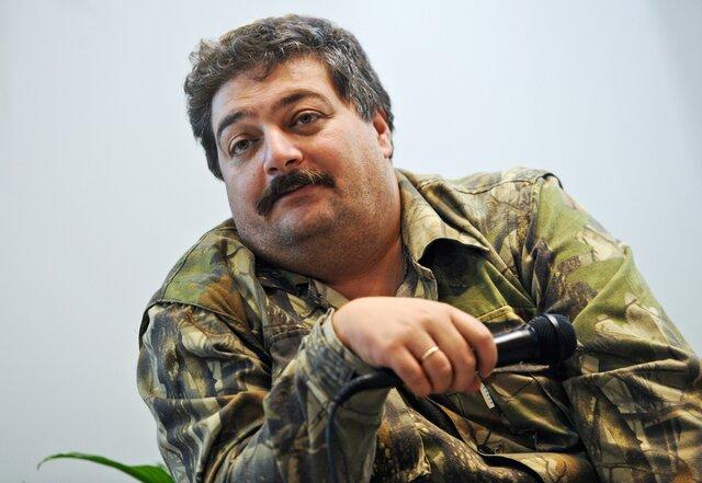 «Я допускаю 1% вероятности, что эти люди летали в Ростов посмотреть шпиль какой-нибудь». Дмитрий Быков поговорил с «Эхом Москвы» о покушении на себя
