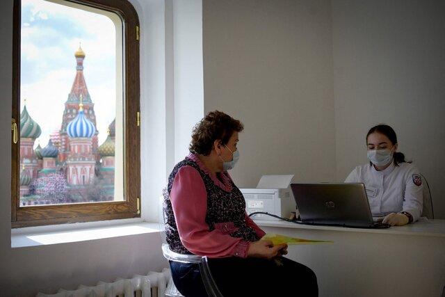 В Москве и Подмосковье началась обязательная вакцинация от ковида. «Медуза» выяснила, как принималось это решение — и что собираются делать власти других регионов