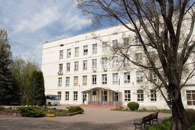 «Проект» рассказал о сексуальных домогательствах в элитной школе при МГУ. Ученики подвергались им с 1995 года