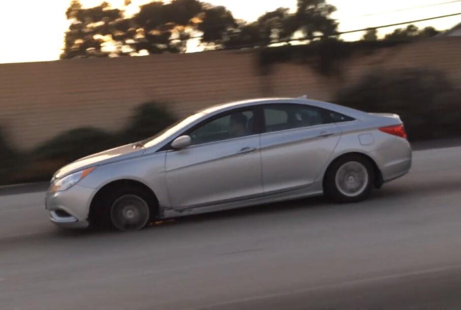 Видео: Hyundai Sonata потеряла покрышку, но продолжила ехать