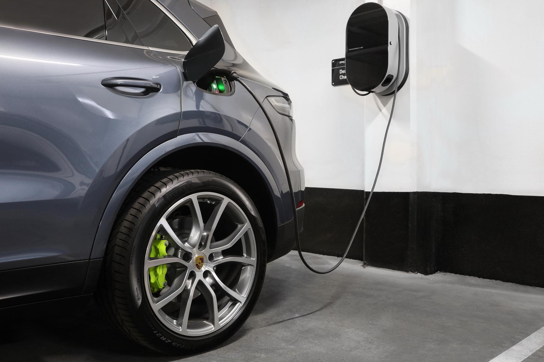 Новый Porsche Cayenne превратится в электромобиль