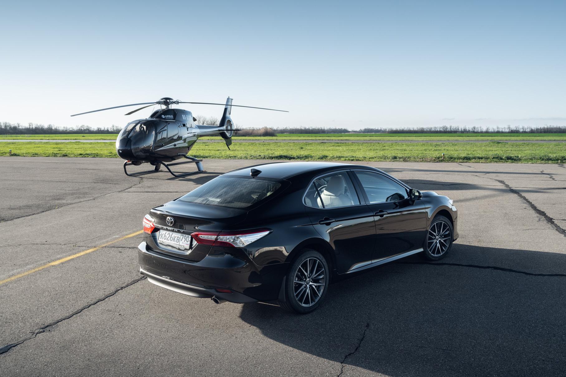 Два литра и вариатор: знакомимся с обновленной Toyota Camry