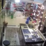 Дети в костюмах единорогов напали на магазин в Южно-Сахалинске