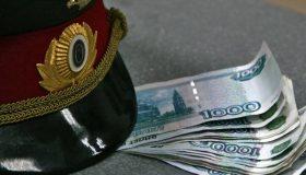 Шантажировал интимными снимками: в Екатеринбурге за взятку задержан полицейский