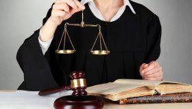 Ради дисциплины: работников судов заставят носить форму