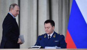 На три должности меньше: Путин лишил Краснова части заместителей