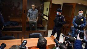 Навальный объявил голодовку в колонии из-за отказа в медицинской помощи